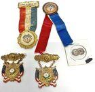 Lot# 312 - Lot of 5 - Badges / Ribbons (
